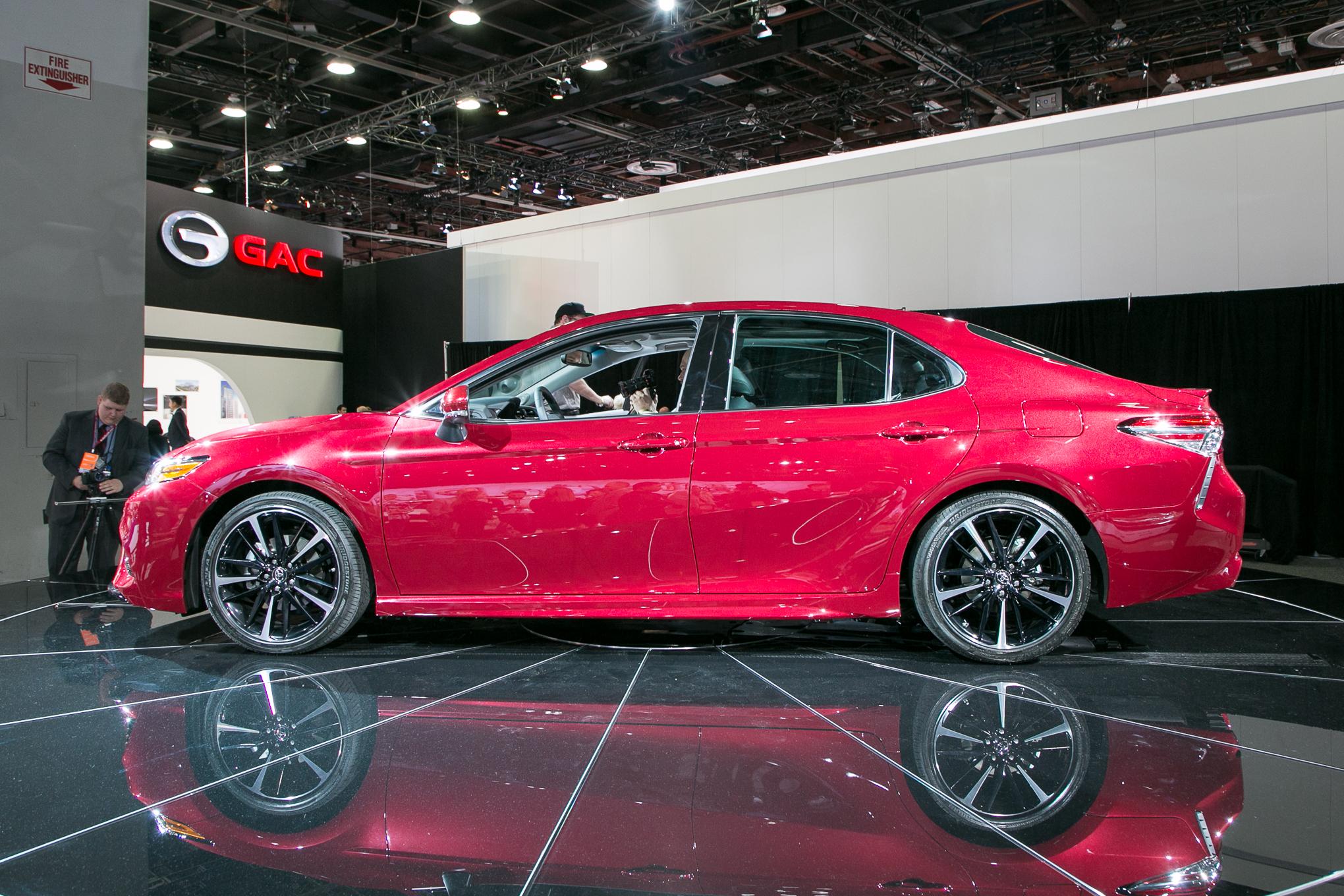 2018 Toyota Camry XSE 3
